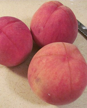 How To Peel Peaches