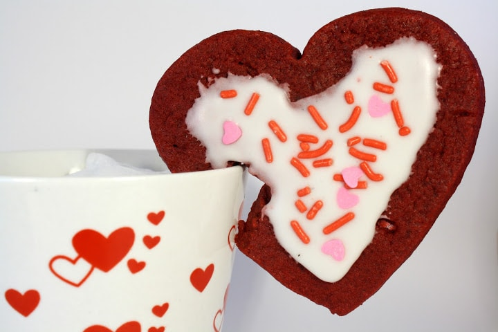 Red Velvet Mug Cookies from www.chocolatemoosey.com @chocolatemoosey