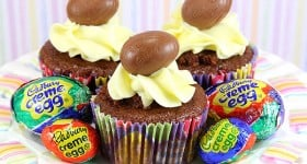 Cadbury Creme Egg Cupcakes | www.chocolatemoosey.com