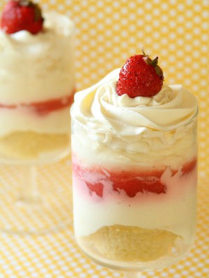 Strawberry Cheesecake Parfaits
