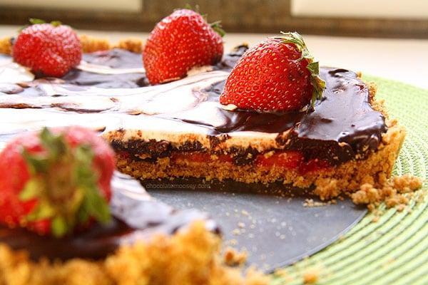 Strawberry Smores Tart | www.chocolatemoosey.com