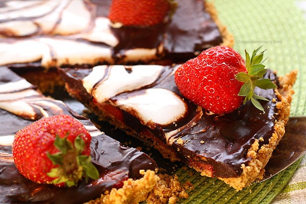 Strawberry Smores Tart | www.chocolatemoosey.com