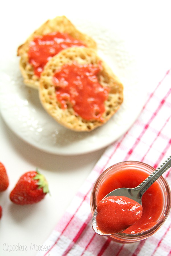 Vegan Strawberry Curd made with only 4 ingredients