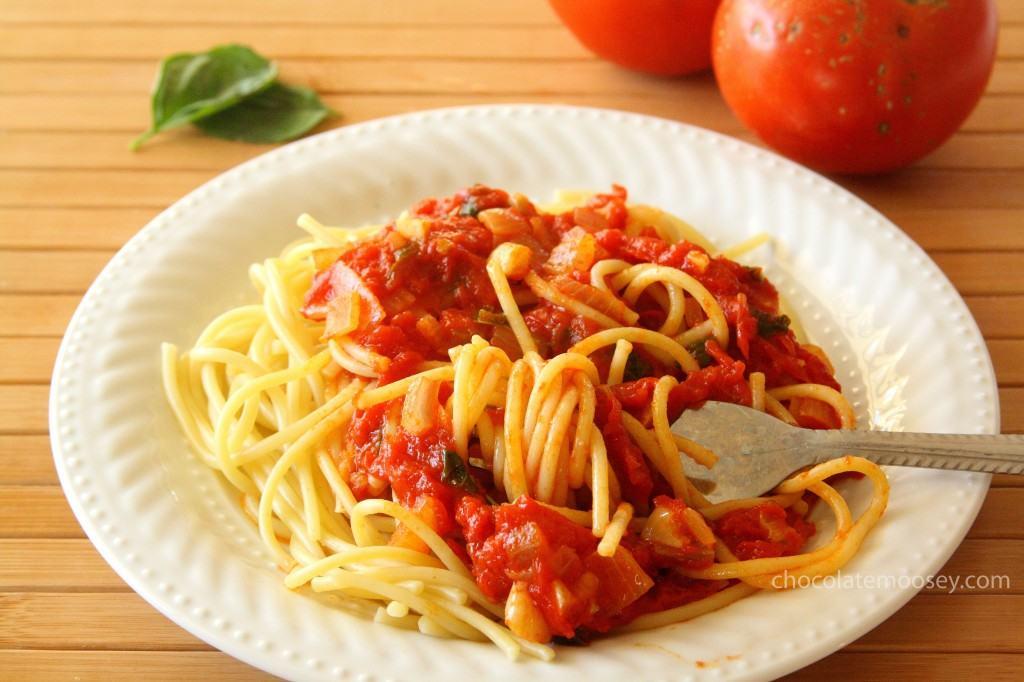 Quick and Fresh Basil Tomato Sauce