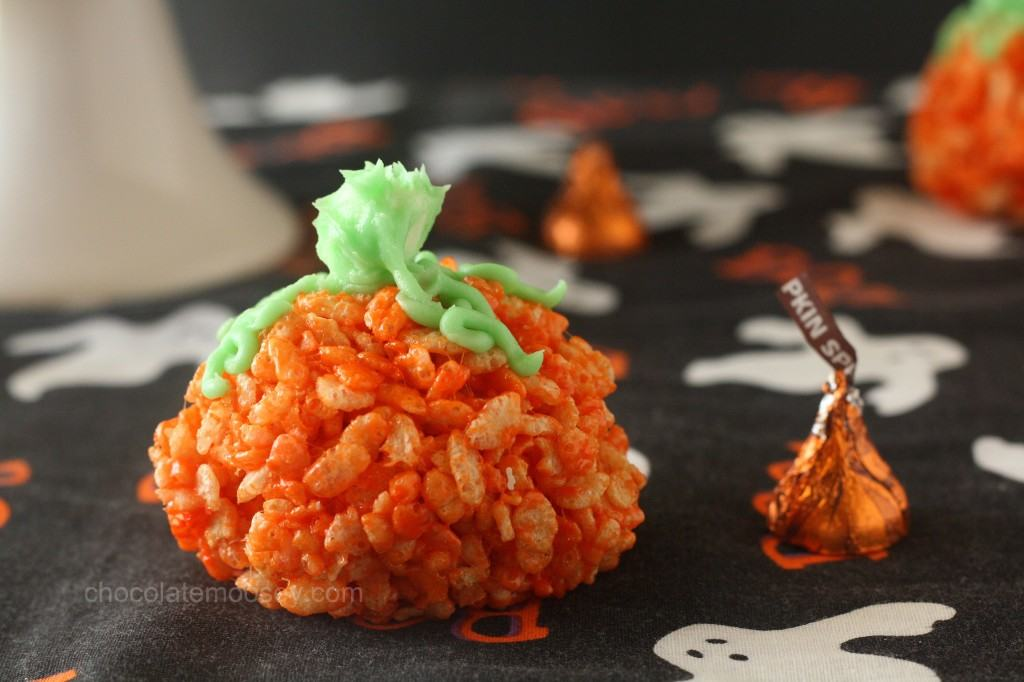 Candy-Stuffed Rice Crispy Treat Pumpkins