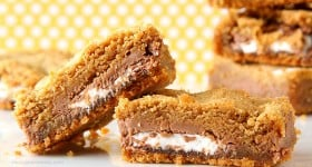 Stuffed Mallo Cup Bars
