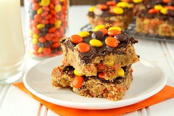 Reese's Pieces Chocolate Peanut Butter Blondies | www.chocolatemoosey.com