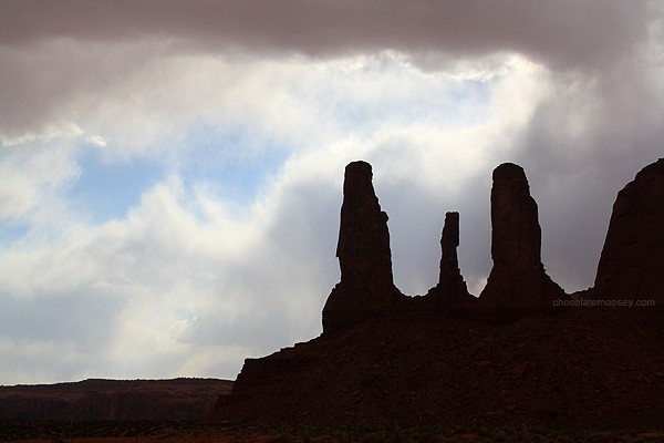 Monument Valley Three Sisters - Tips For Travel Photography