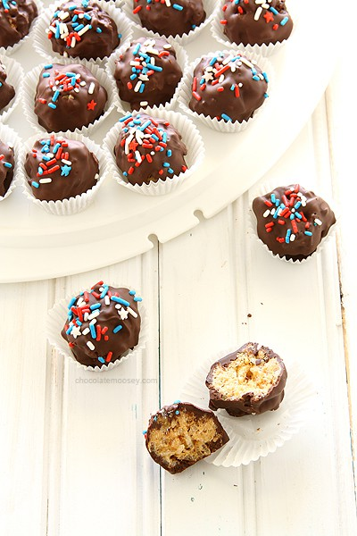 Peanut Butter Rice Crispy Treat Truffles | www.chocolatemoosey.com