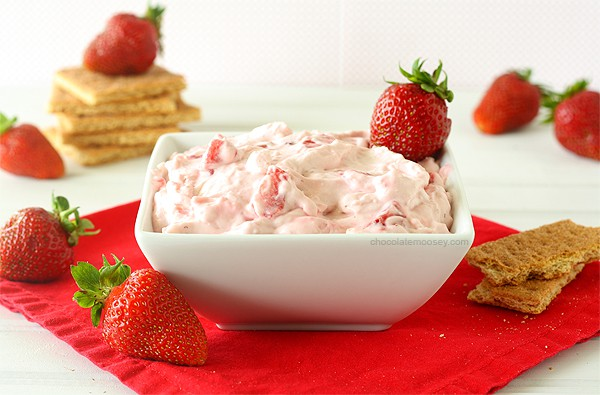 Strawberry Cheesecake Dip | www.chocolatemoosey.com