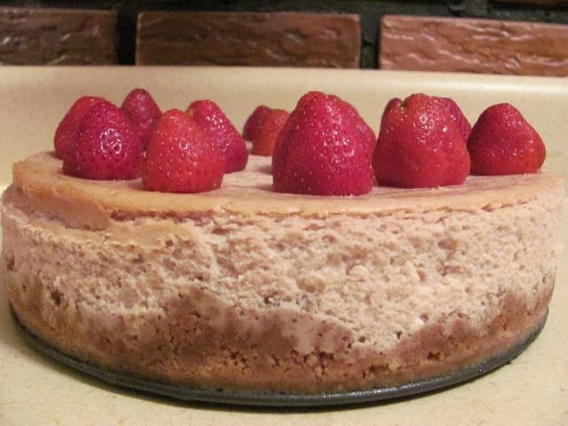 strawberry white chocolate chip cheesecake