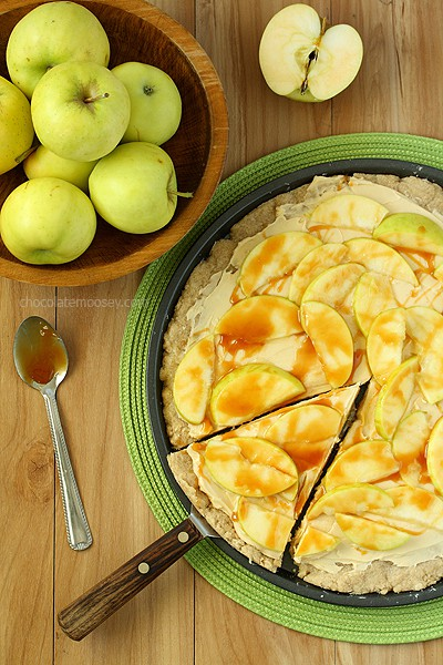 Caramel Apple Sugar Cookie Pizza | www.chocolatemoosey.com
