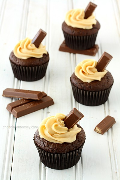 Kit Kat Cupcakes With Caramel Buttercream Frosting | www.chocolatemoosey.com