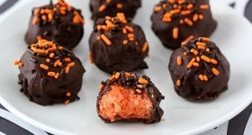 Halloween Cheesecake Truffles | www.chocolatemoosey.com