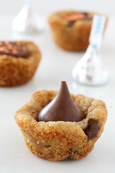 Kiss Cookie Cups   www.chocolatemoosey.com