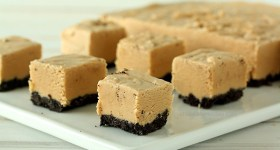 Easy Peanut Butter Oreo Fudge | www.chocolatemoosey.com