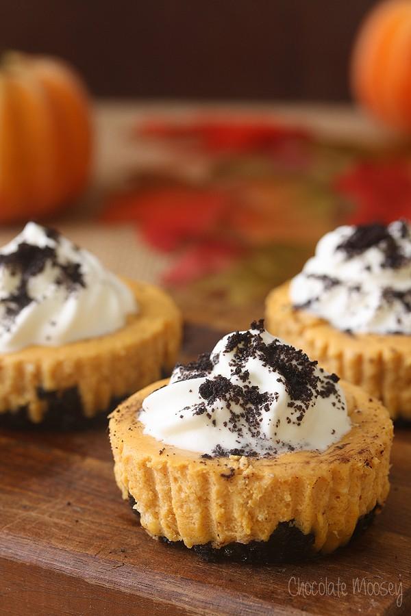 Mini Pumpkin Cheesecakes with Oreo crust
