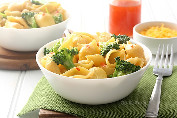 Sweet Chili Mac and Cheese Shells for a meatless Monday meal