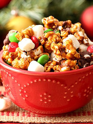 Gingerbread Popcorn Snack Mix