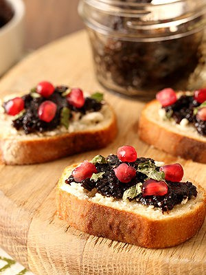 Raisin Jam and Goat Cheese Crostini