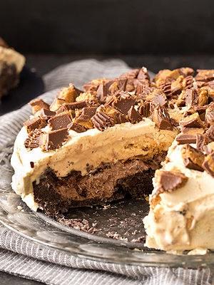 Buckeye Ice Cream Cake (Chocolate Peanut Butter Ice Cream Cake)