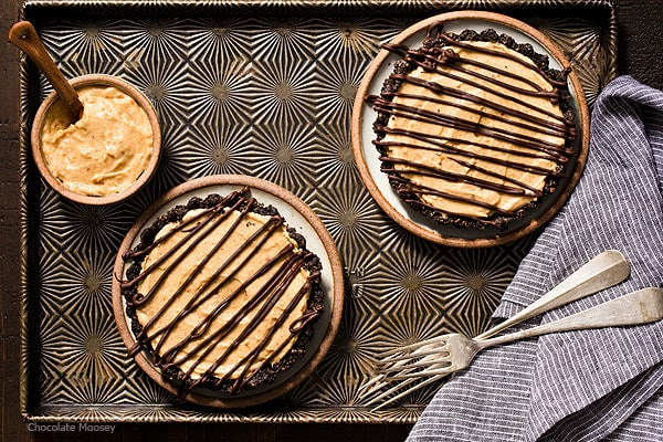 End your date night dinner for two on a sweet note with No Bake Mini Peanut Butter Mousse Tarts made with a chocolate cookie crust, eggless peanut butter mousse, and chocolate drizzle on top.