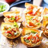 Buffalo Chicken Hummus Taco Cups