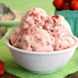 Strawberry Ice Cream (No Cook, Eggless)