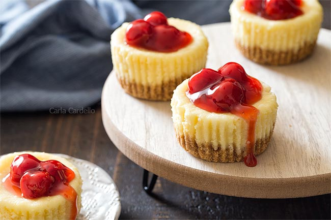 Mini Cheesecakes with graham cracker crust