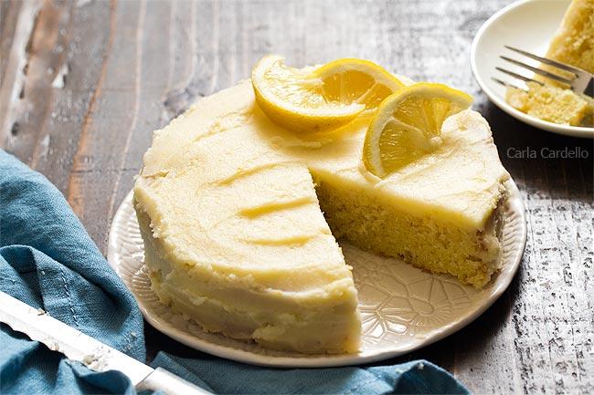 6 Inch Lemon Cake with knife